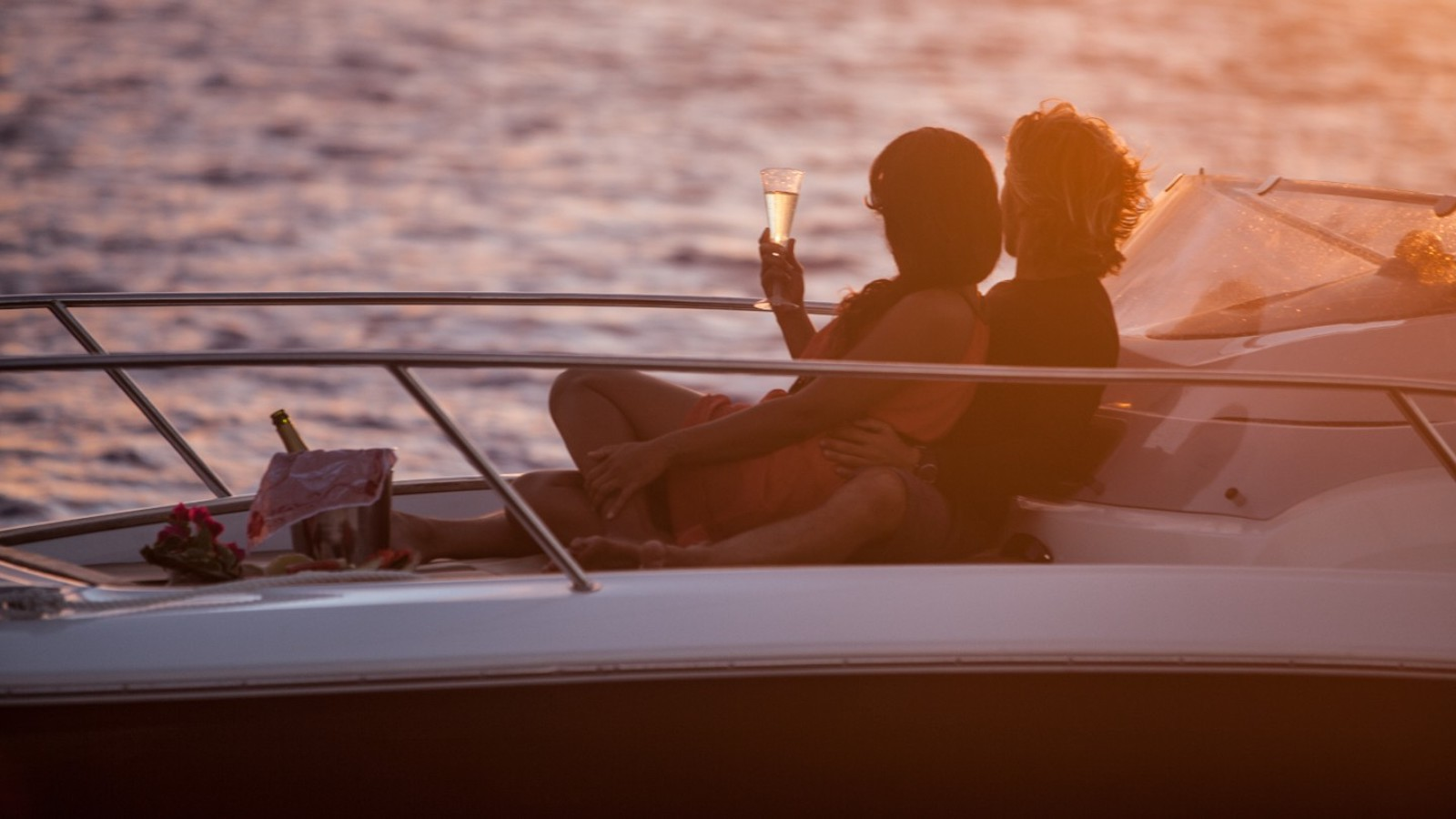 Enjoy a Romantic Dinner on yacht